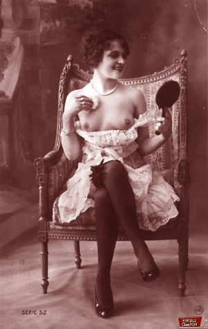 Very horny vintage naked french postcard - XXX Dessert - Picture 6