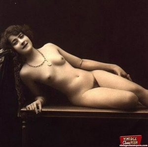 Some sexy and naked vintage chicks posin - XXX Dessert - Picture 1