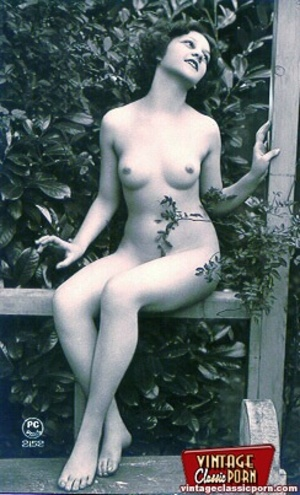Some sexy and naked vintage chicks posin - XXX Dessert - Picture 3