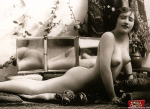 Some sexy and naked vintage chicks posin - XXX Dessert - Picture 10