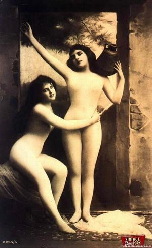Vintage lesbian nude chicks enjoy posing - XXX Dessert - Picture 3