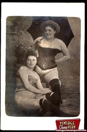 Vintage lesbian nude chicks enjoy posing - XXX Dessert - Picture 4