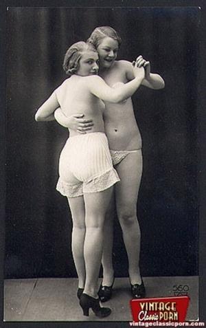 Vintage lesbian nude chicks enjoy posing - XXX Dessert - Picture 5
