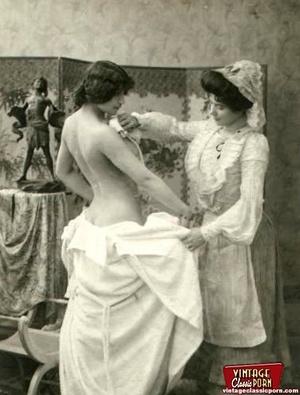 Vintage lesbian nude chicks enjoy posing - XXX Dessert - Picture 6