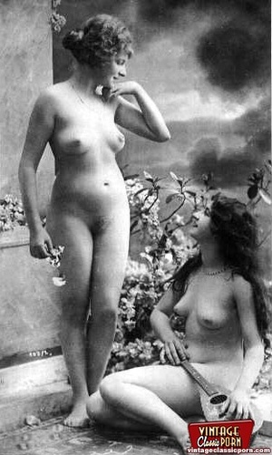 Vintage lesbian nude chicks enjoy posing - XXX Dessert - Picture 7