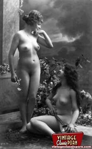 Vintage lesbian nude chicks enjoy posing - XXX Dessert - Picture 9