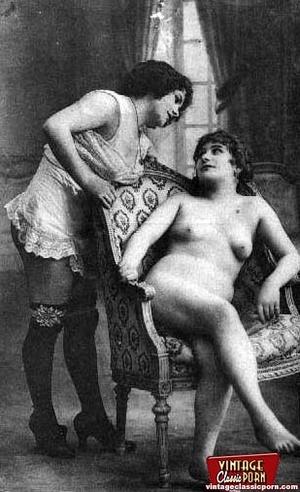 Vintage lesbian nude chicks enjoy posing - XXX Dessert - Picture 10