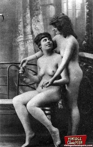 Vintage lesbian nude chicks enjoy posing - XXX Dessert - Picture 11