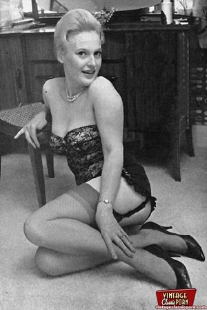 Vintage daring chicks wearing high heels - XXX Dessert - Picture 10