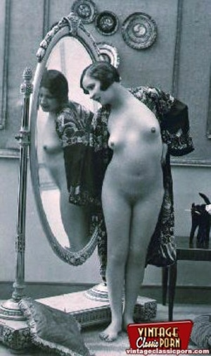 Vintage naked ladies looking in a mirror - XXX Dessert - Picture 4