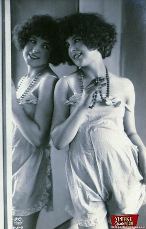 Vintage naked ladies looking in a mirror - XXX Dessert - Picture 7