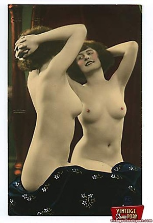 Vintage naked ladies looking in a mirror - XXX Dessert - Picture 8