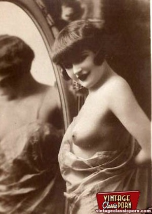 Vintage naked ladies looking in a mirror - XXX Dessert - Picture 9