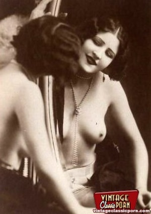 Vintage naked ladies looking in a mirror - XXX Dessert - Picture 10
