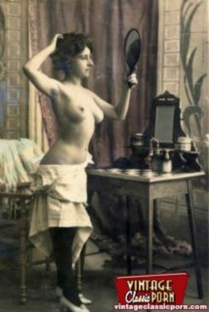 Vintage naked ladies looking in a mirror - XXX Dessert - Picture 11