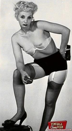 Vintage chicks wear dark black stockings - XXX Dessert - Picture 2
