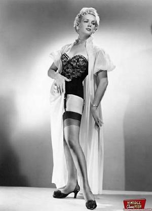 Vintage chicks wear dark black stockings - XXX Dessert - Picture 7