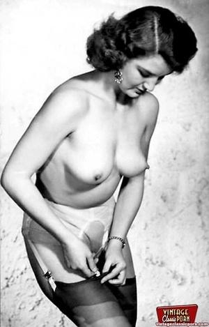 Vintage chicks wear dark black stockings - XXX Dessert - Picture 10