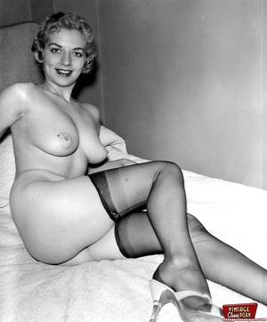 Vintage chicks wear dark black stockings - XXX Dessert - Picture 12