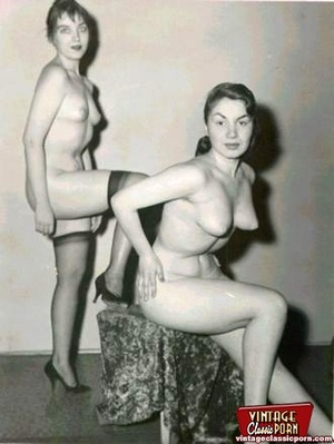 More than one vintage girl posing naked  - XXX Dessert - Picture 3