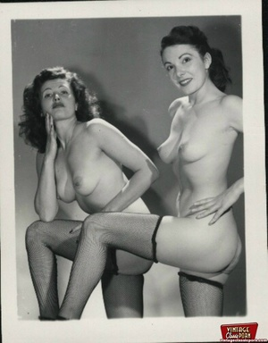 More than one vintage girl posing naked  - XXX Dessert - Picture 12