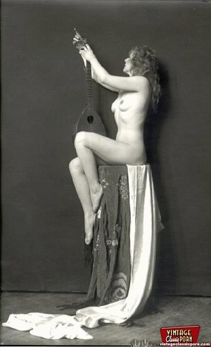 Beautiful sexy vintage women posing nude - XXX Dessert - Picture 7