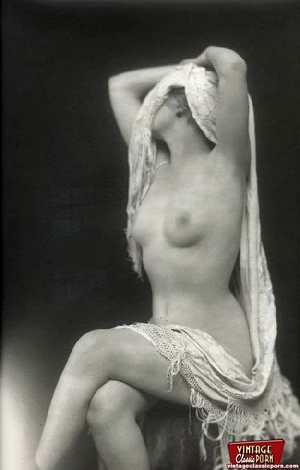 Beautiful sexy vintage women posing nude - XXX Dessert - Picture 10