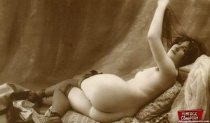 Some real pretty vintage topless naked g - XXX Dessert - Picture 1