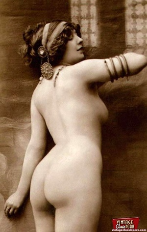 Some real pretty vintage topless naked g - XXX Dessert - Picture 7