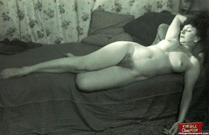 Pretty vintage naked models posing nude  - XXX Dessert - Picture 1