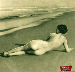 Pretty vintage naked models posing nude  - XXX Dessert - Picture 11