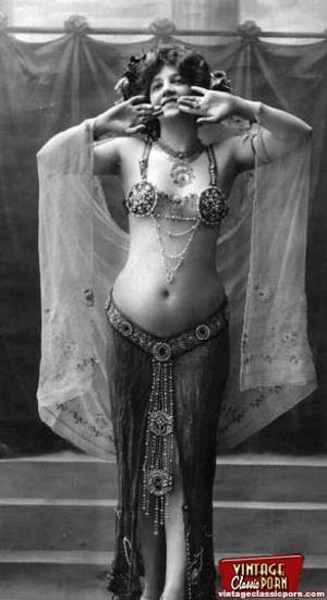 Daring vintage girls wear exotic costume - XXX Dessert - Picture 2