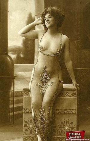 Daring vintage girls wear exotic costume - XXX Dessert - Picture 3