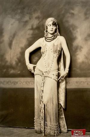 Daring vintage girls wear exotic costume - XXX Dessert - Picture 7