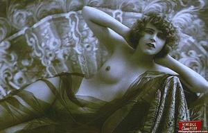 Daring vintage girls wear exotic costume - XXX Dessert - Picture 9