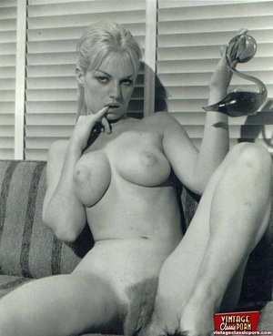 A couple beautiful vintage chicks posing - XXX Dessert - Picture 11