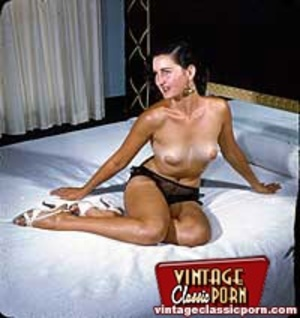 Horny vintage cuties posing naked in the - XXX Dessert - Picture 2