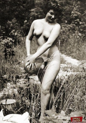Some real vintage hairy outdoor girls po - XXX Dessert - Picture 5