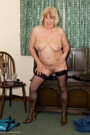 cougar milf speedy bee