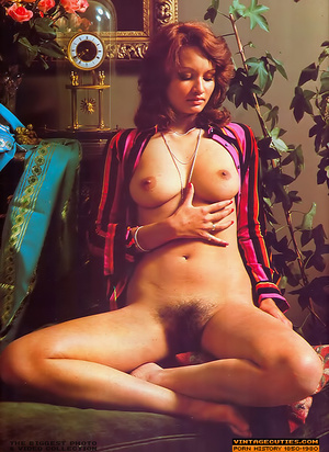 Lusty retro nymphs flashing their itchin - XXX Dessert - Picture 5