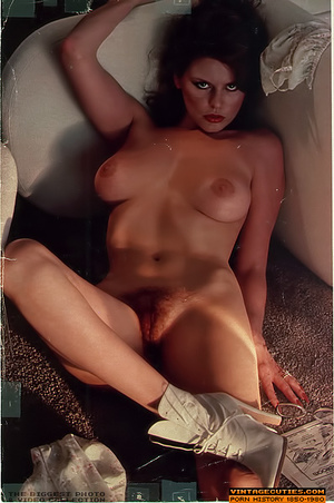 Lusty retro nymphs flashing their itchin - XXX Dessert - Picture 9