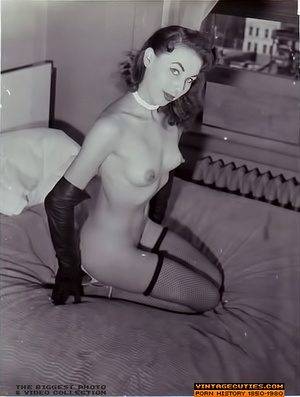 Sexy looking retro nymphs know how to te - XXX Dessert - Picture 1