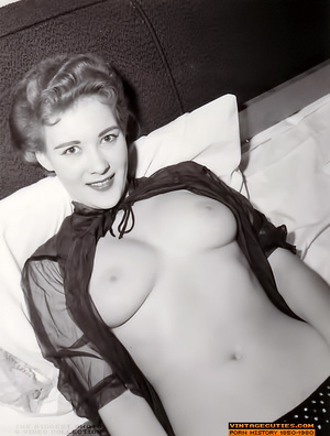 Sexy looking retro nymphs know how to te - XXX Dessert - Picture 2