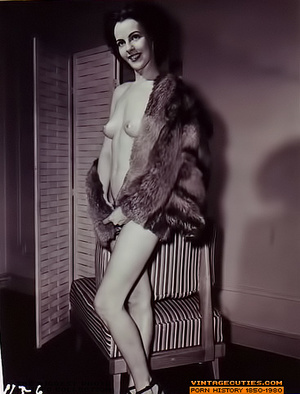 Sexy looking retro nymphs know how to te - XXX Dessert - Picture 3