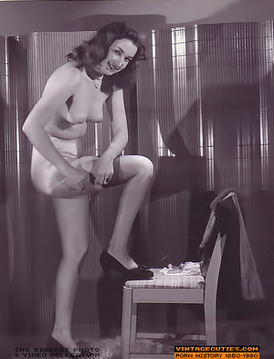 Sexy looking retro nymphs know how to te - XXX Dessert - Picture 4