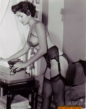 Sexy looking retro nymphs know how to te - XXX Dessert - Picture 7
