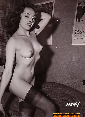 Sexy looking retro nymphs know how to te - XXX Dessert - Picture 9