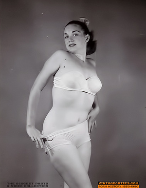 Sexy looking retro nymphs know how to te - XXX Dessert - Picture 10