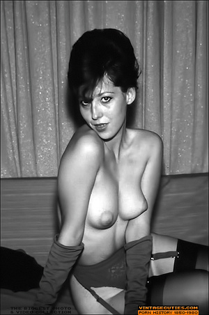 Perky tits vintage chics exposing her yu - XXX Dessert - Picture 7