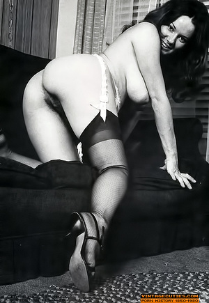All natural hairy retro nymph playing wi - XXX Dessert - Picture 10